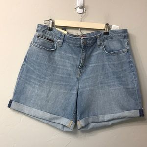 Tommy Hilfiger light wash jean shorts size 14. NWT